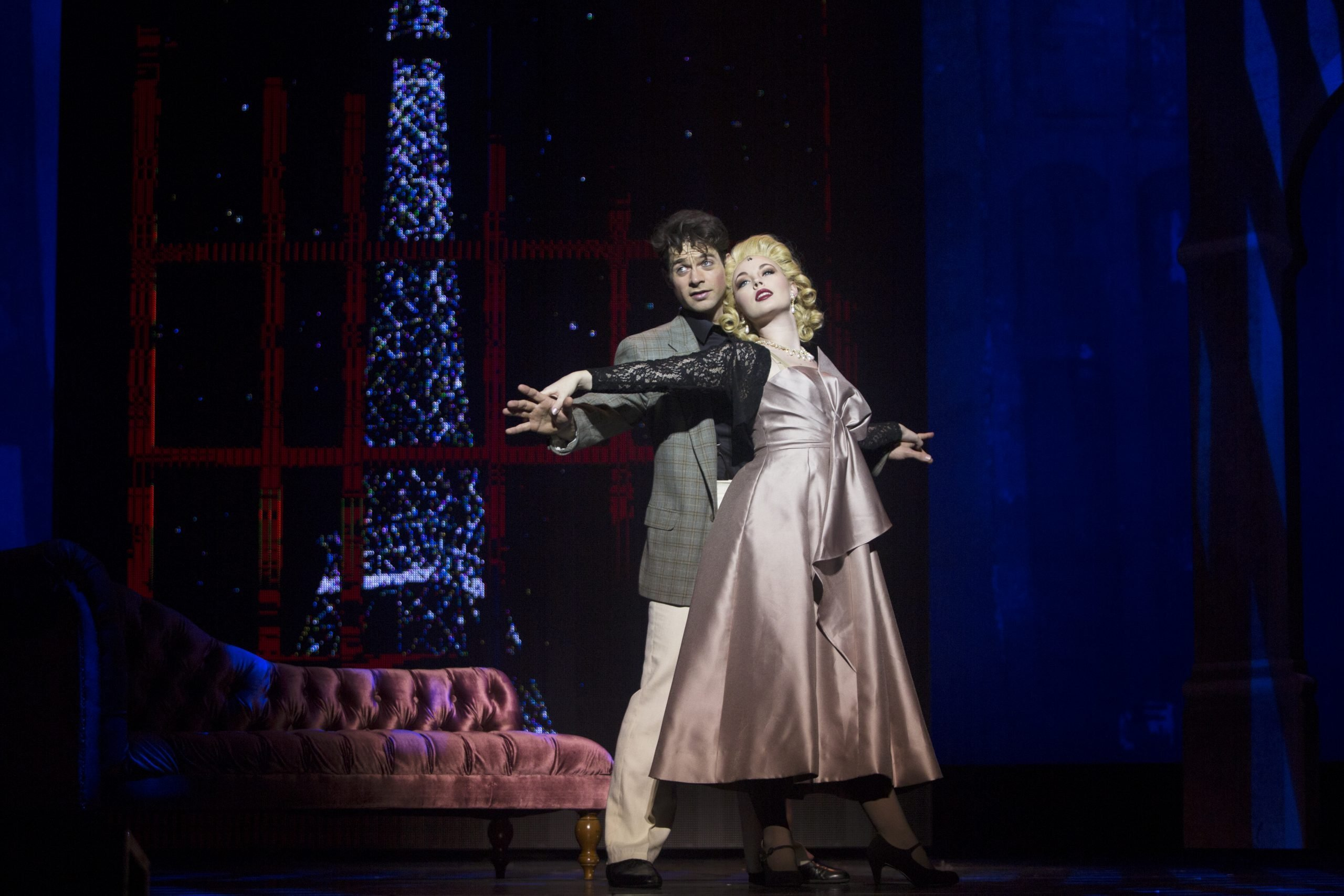 Branson Bice as Jerry Mulligan and Bella Muller as Milo Davenport in An American in Paris